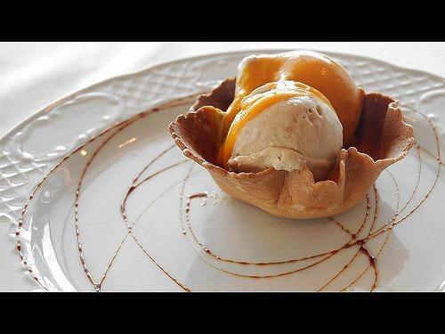ジメジメと暑い…全国的にアイスクリーム需要がアップする時期に突入しました。 というわけで今回は、『CookPad』で見つけた、たったふたつの材料を混ぜ合わせるだけでこくまろなアイスクリームができちゃうレシピをご紹介します!